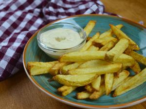 Zelfgemaakte krokante friet uit de airfryer